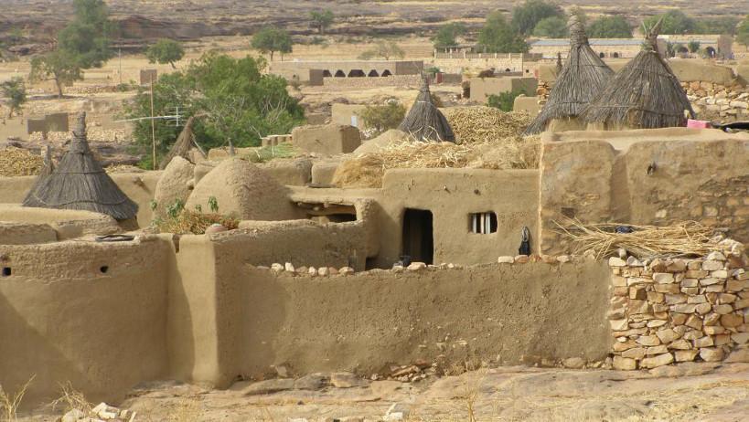 Mali: le Premier ministre en visite dans le village meurtri de Sobane